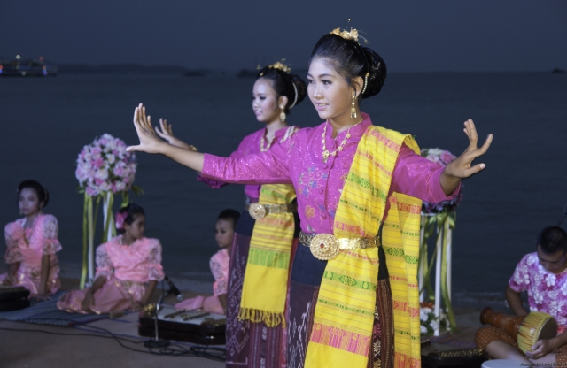 A performance of traditional Thai dancing