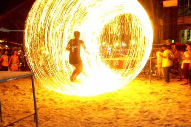 Skipping in the arc of the burning rope at the Full Moon Party