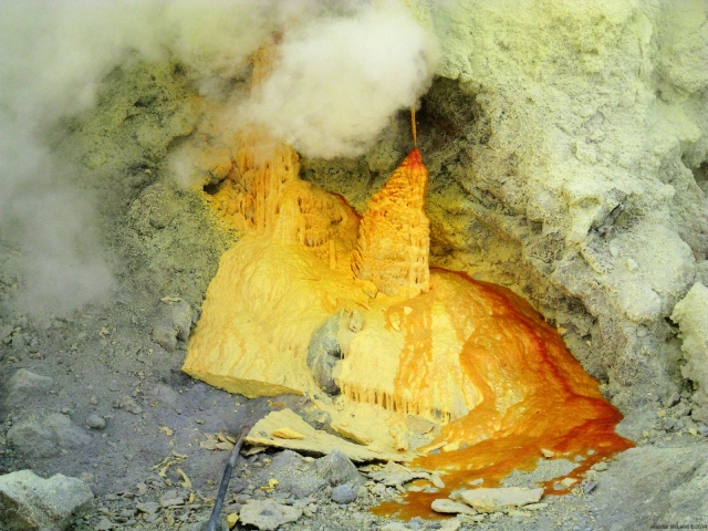 Solidifying sulfur